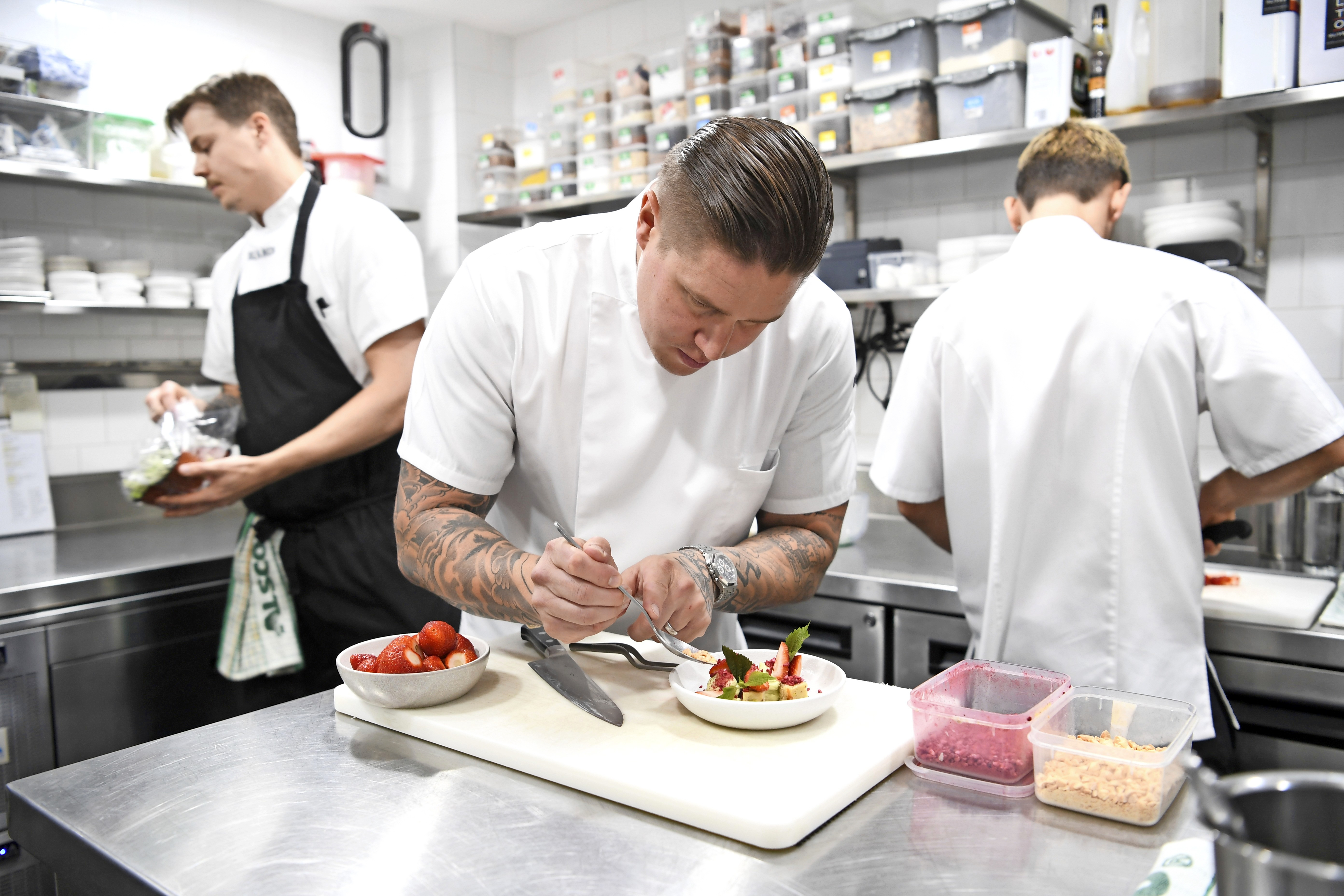 Tomi keittiössä