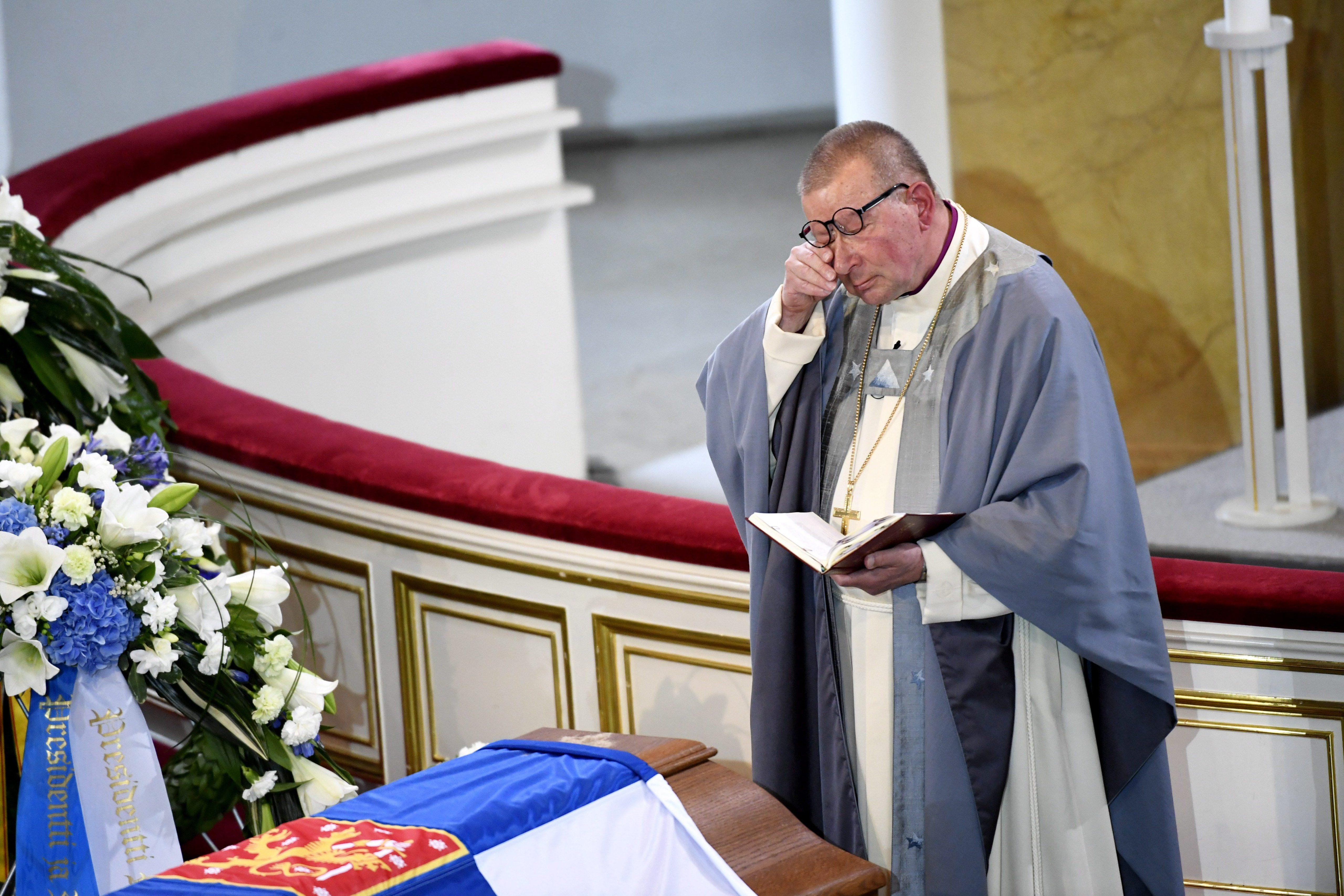 Eero Huovinen Mauno Koiviston hautajaisissa