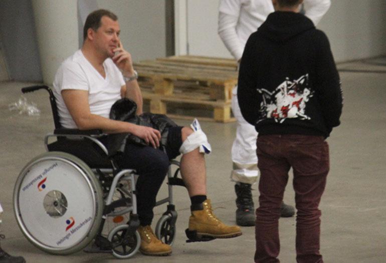 Arttu Harkki joutui onnettomuuden jälkeen hetkeksi pyörätuoliin.
