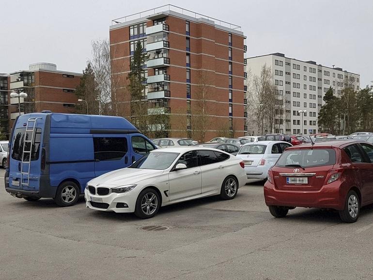 Waltterin BMW etualalla.