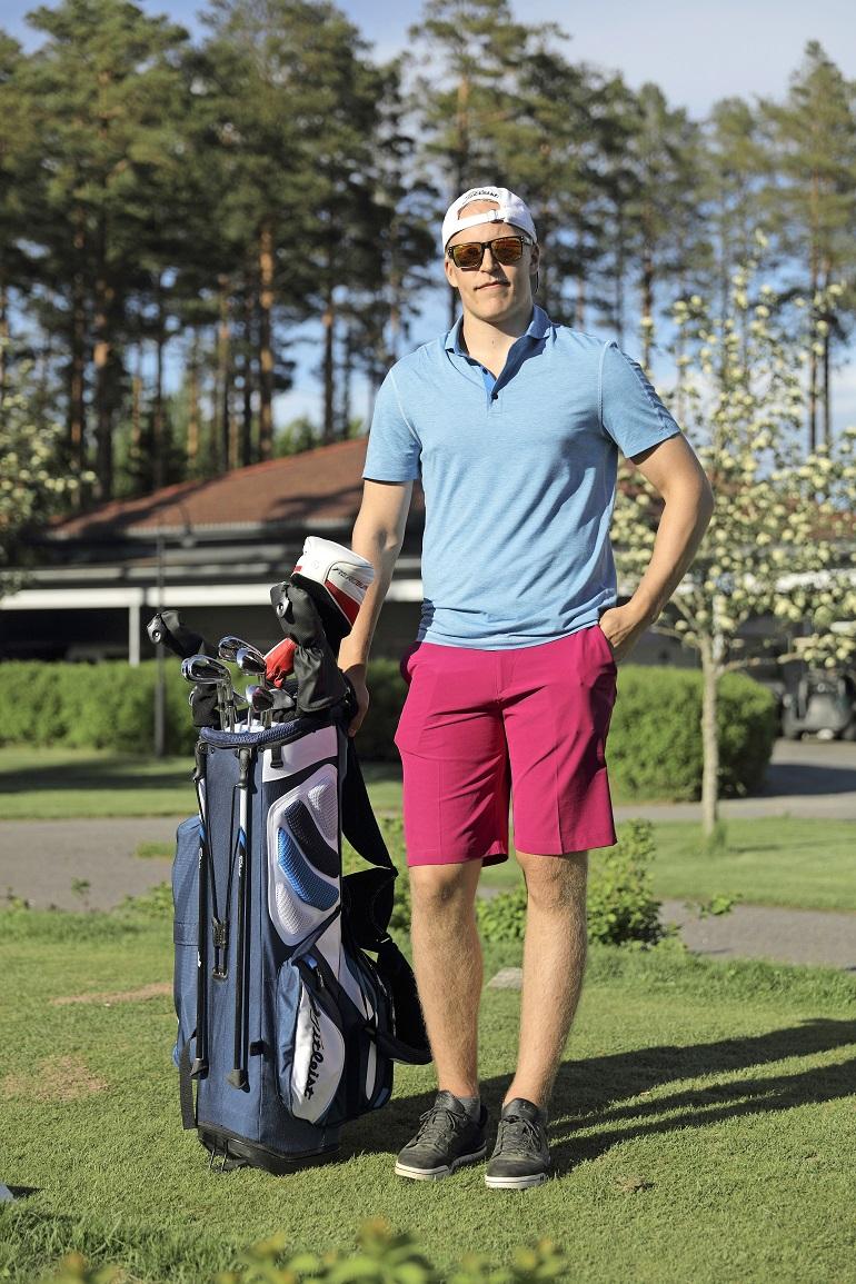 Patrik Laine pelaa kesäisin golfia.
