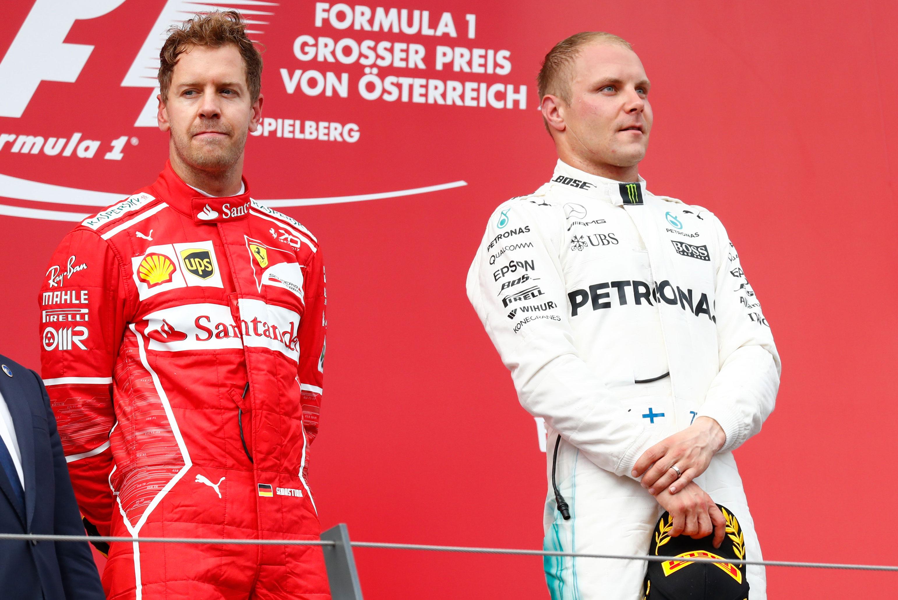 Vielä sunnuntaina Vettel seisoi Itävallan osakilpailun voittaneen Valtteri Bottaksen vierellä palkintopallilla.
