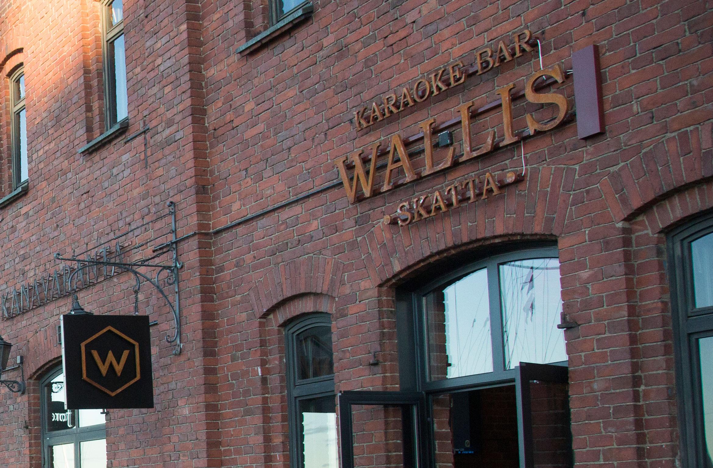Teemun ja kaveriköörin bileputki päättyi sunnuntaina verrattain uuteen helsinkiläiskaraokeravintola Wallikseen.