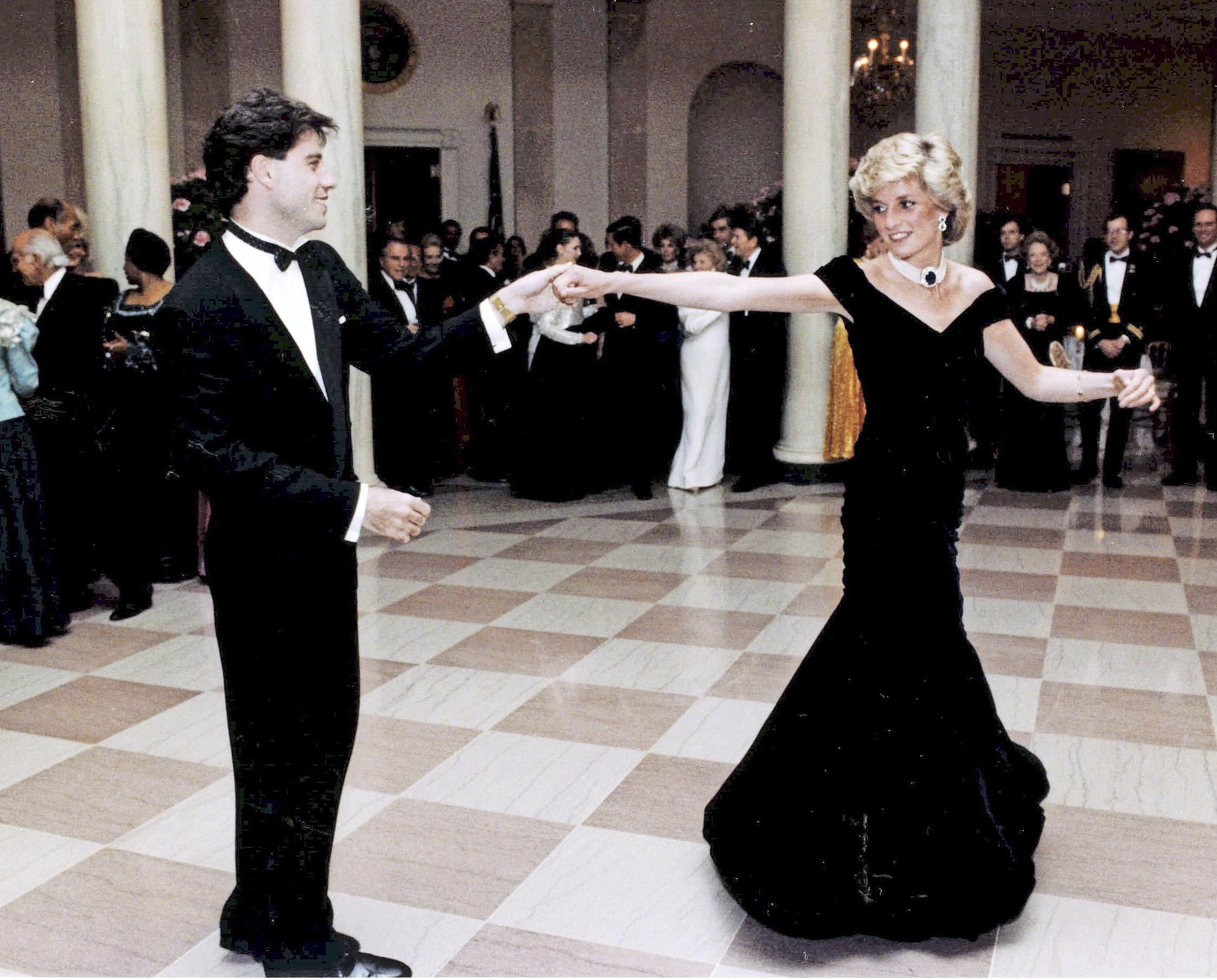 Dianan ja John Travoltan tanssi Valkoisessa talossa ei unohdu.
