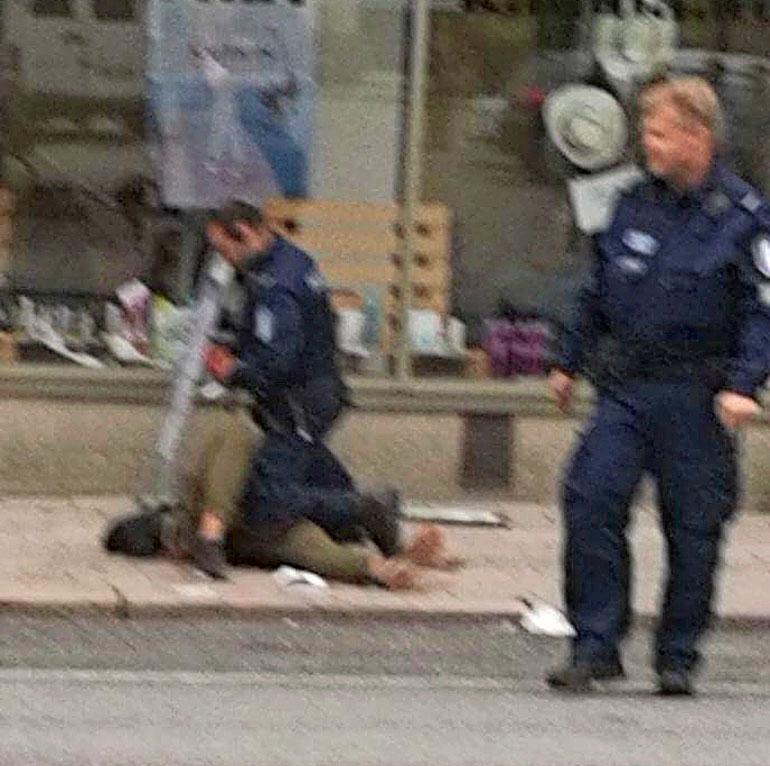 Abderrahman Mechkah poliisien kiinniottamana.