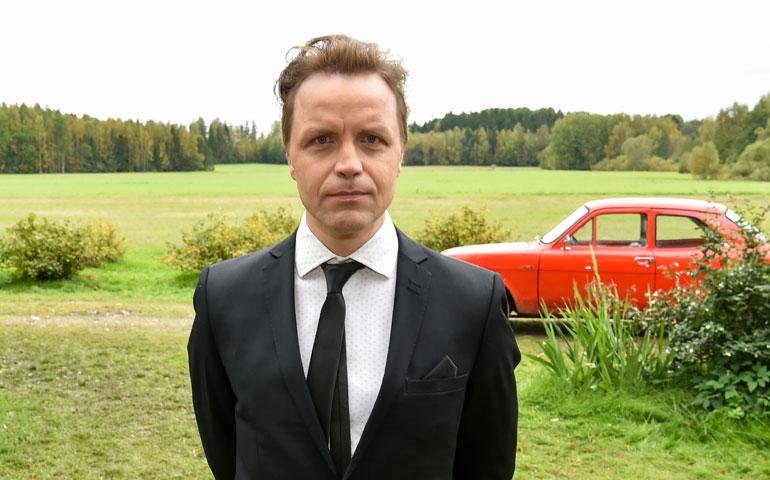 Jani Volanen näyttelee Mielensäpahoittajan Brysselistä palaavaa poikaa. – Näin näyttelijänä ei ole samanlaisia paineita kuin ohjaajalla tai käsikirjoittajalla.