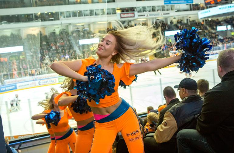 Sparkling Starsin tanssiryhmä on suosittu Tampereella.