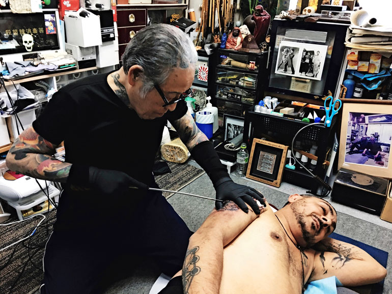 Arman tatuoitavana.