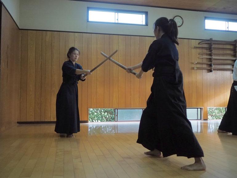 Arman ei päässyt miekkakoulun harjoituksiin.