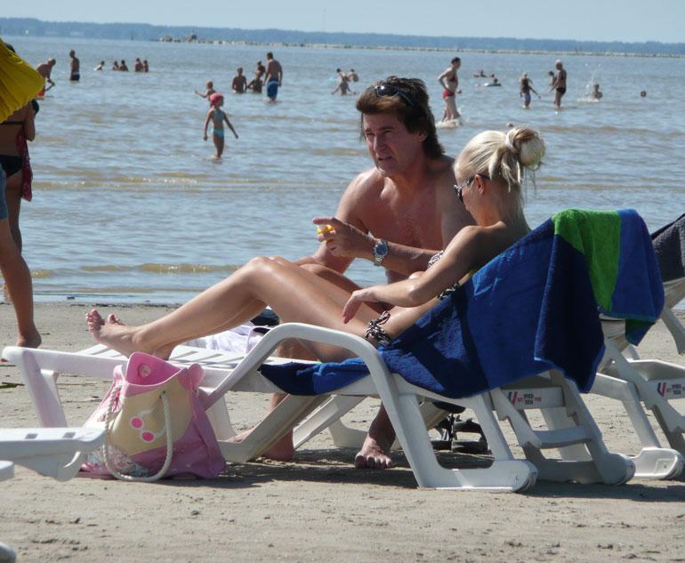 Pariskunta lomaili Pärnussa vuonna 2013.