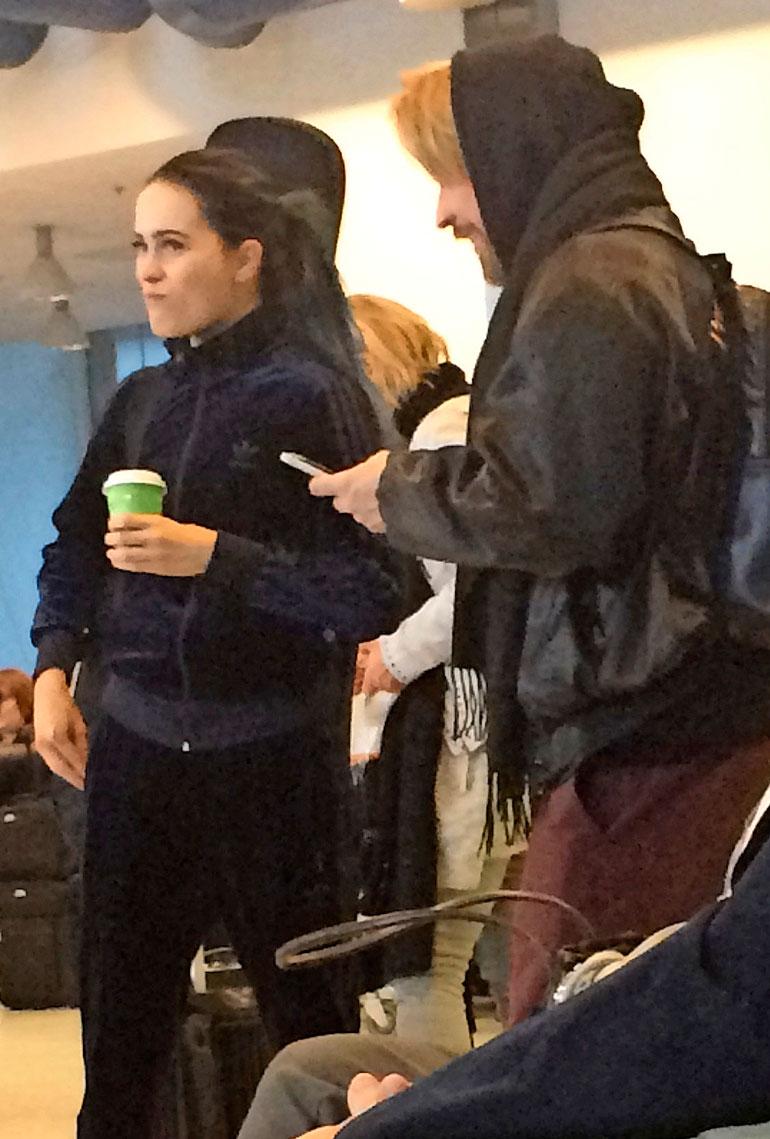 Sanni ja Hank Solo lentokentällä.