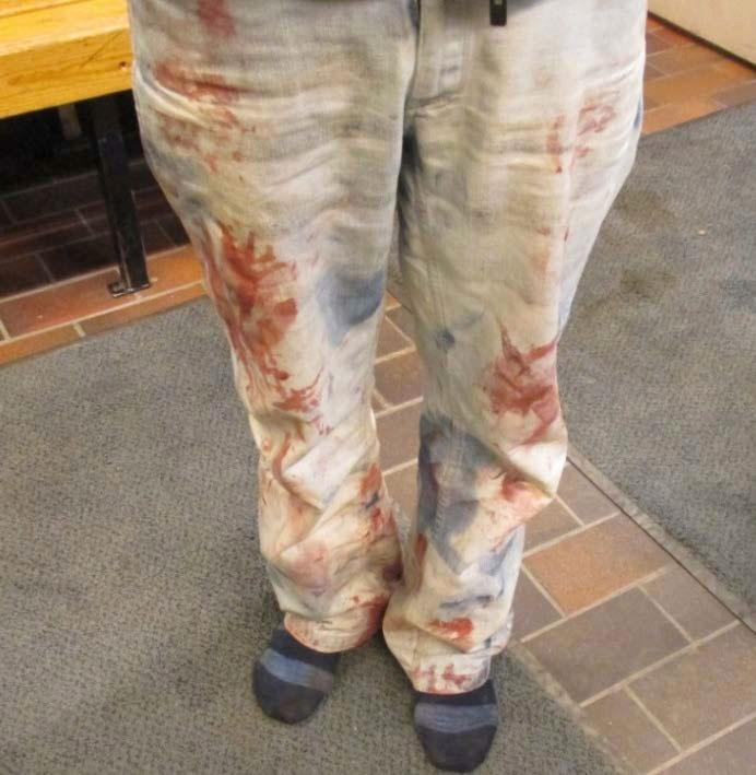 Huitsin housut olivat kiinniotettaessa uhrin veren tahrimat.
