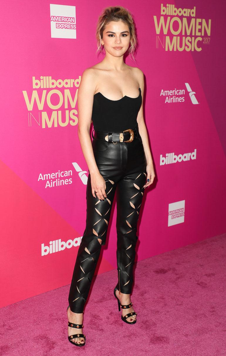 Selena Gomez nahkahousuissa.