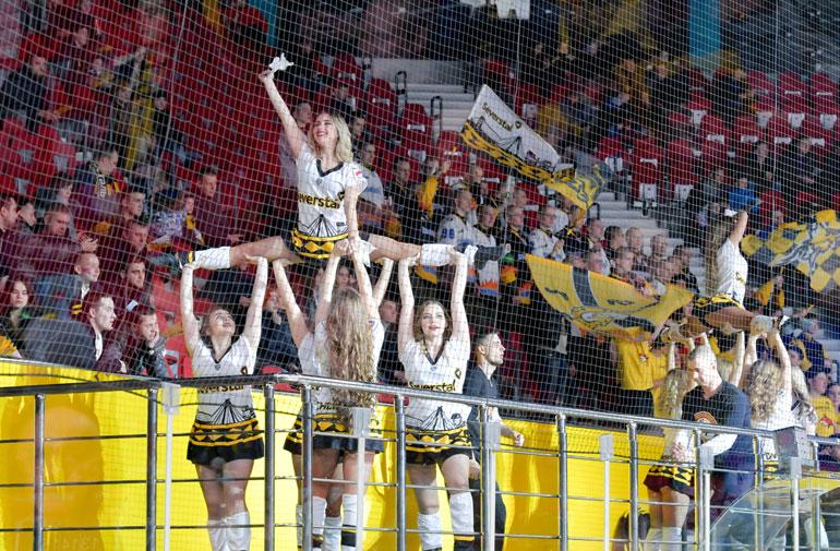 KHL-joukkue Severstal Tsherepovetsin tanssitytöt tunnetaan nimellä Cheer Team Marhinos.