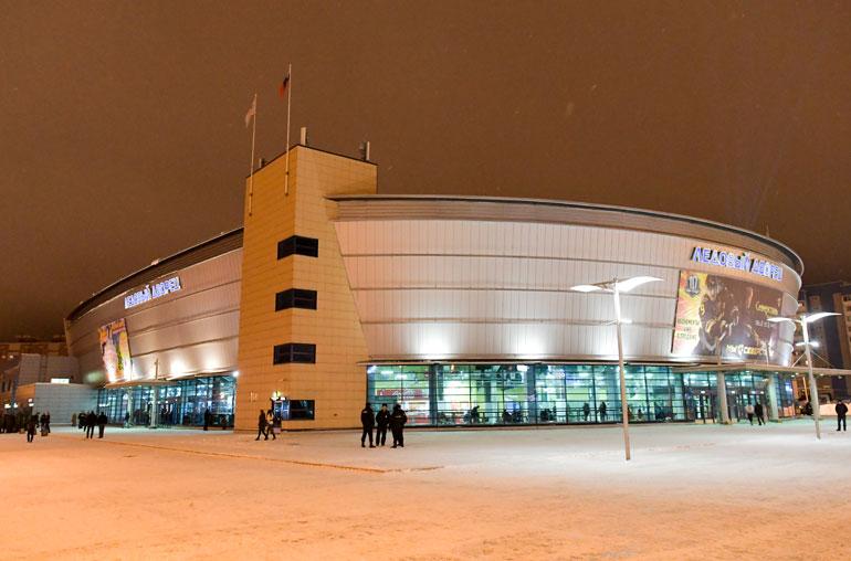 """Severstalin kotihallina toimii vuonna 2006 valmistunut """"jääpalatsi."""" Komea ja kompakti halli vetää noin 6000 katsojaa."""