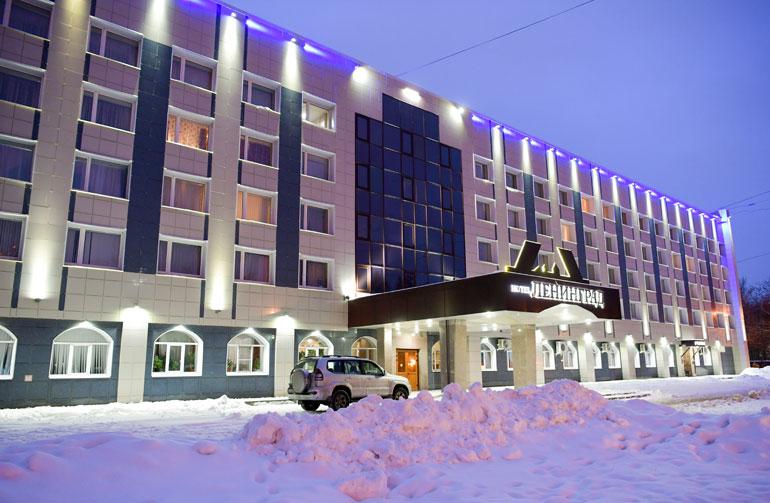 Tsherepovetsin hotelli Leningrad. Tähtiluokitus jossain yhden ja viiden välillä.