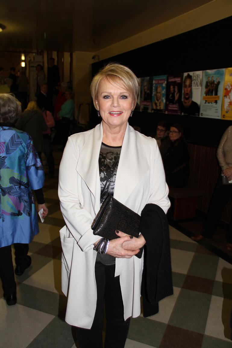 Laulaja Katri Helena, 72, elää muiden leijonien tavoin tunnerikasta ja työteliästä aikaa.