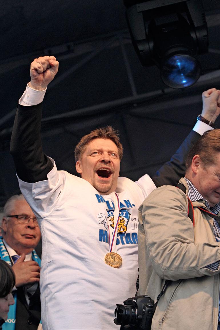Jukasta tuli vuonna 2011 historian ensimmäinen suomalainen jääkiekon MM-valmentaja.