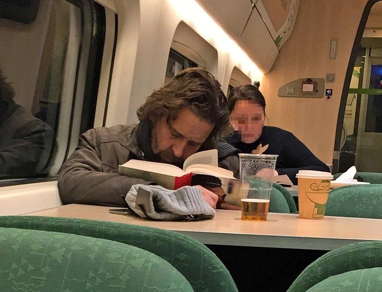 Ilari Johansson torkahti junassa.