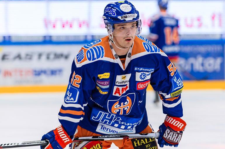 Otso pelaa Tampereen Tapparassa, mutta on Helsingistä kotoisin.