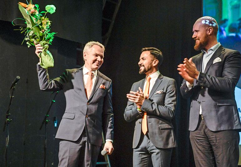 Puolueen puheenjohtaja Touko Aalto nähtiin lavalla Pekka Haaviston ja Antonio Floresin kanssa.