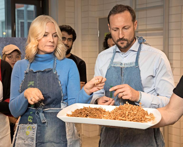 Norjan kruununprinssipari Haakon ja Mette-Marit kävivät yhdessä kokkauskurssin.