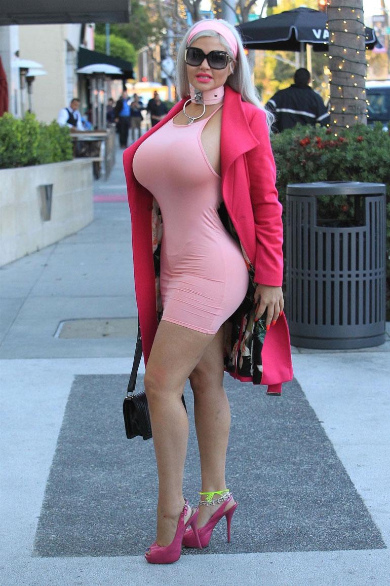 Sophia Vegas käänsi katseita.
