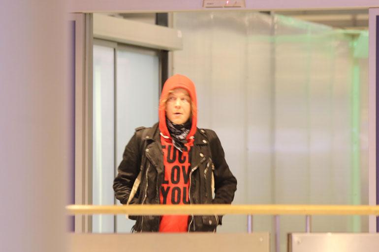Lauri Taats lentokentällä.
