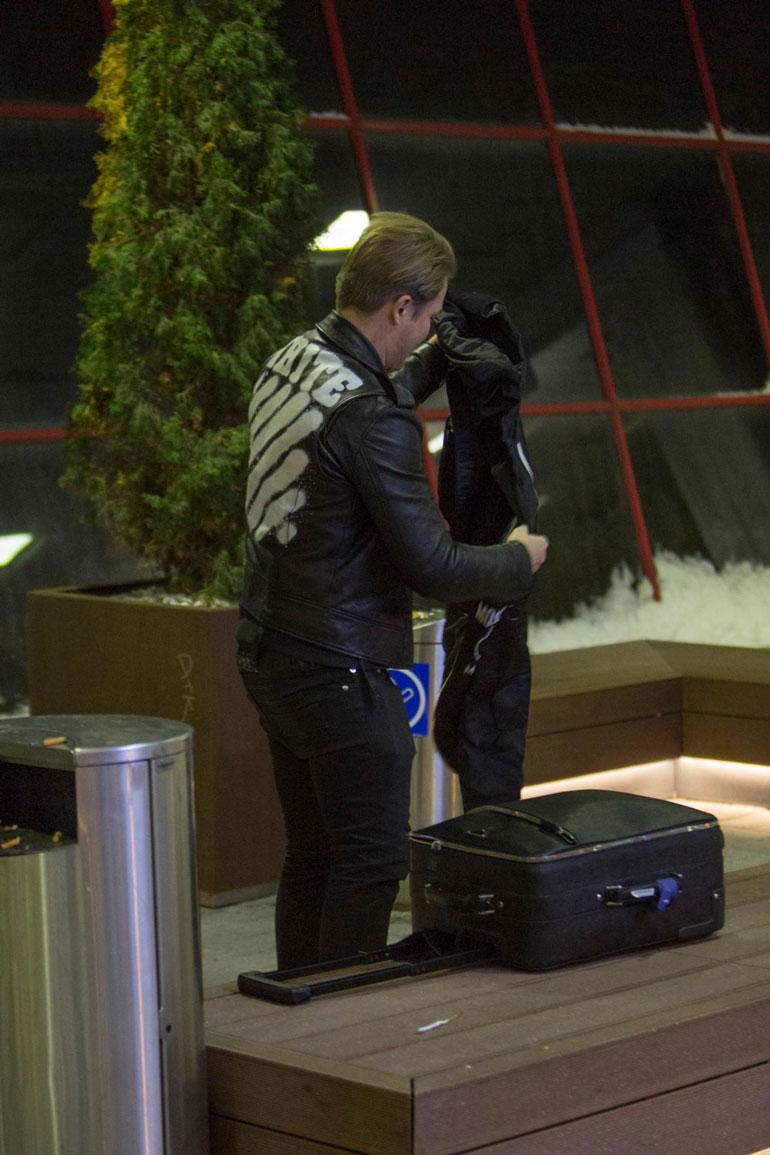 Cheek saapui lentokentälle maanantaiaamuna.