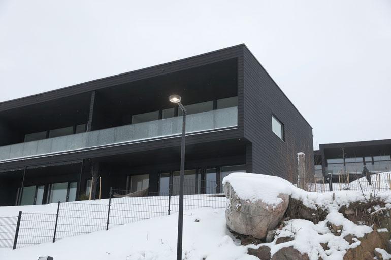 Laurin uusi asunto sijaitsee idyllisellä alueella Turun Hirvensalossa. Viiden makuuhuoneen asunnossa on reilusti tilaa tulevalle jälkikasvulle.