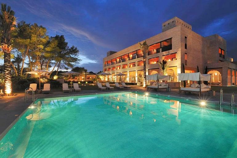 Karalahden perheen tukikohtana Elvirian rannalla oli luksushotelli Vincci Seleccion Estrella del Mar.