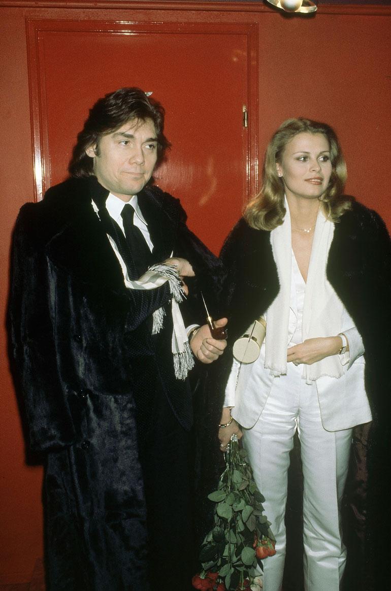 Suihku-Jaska ja universumin kaunein, Anne Pohtamo, kuvattiin Tuntematon ystävä -elokuvan ensi-illassa elokuvateatteri Gloriassa Helsingissä 20.1.1978.