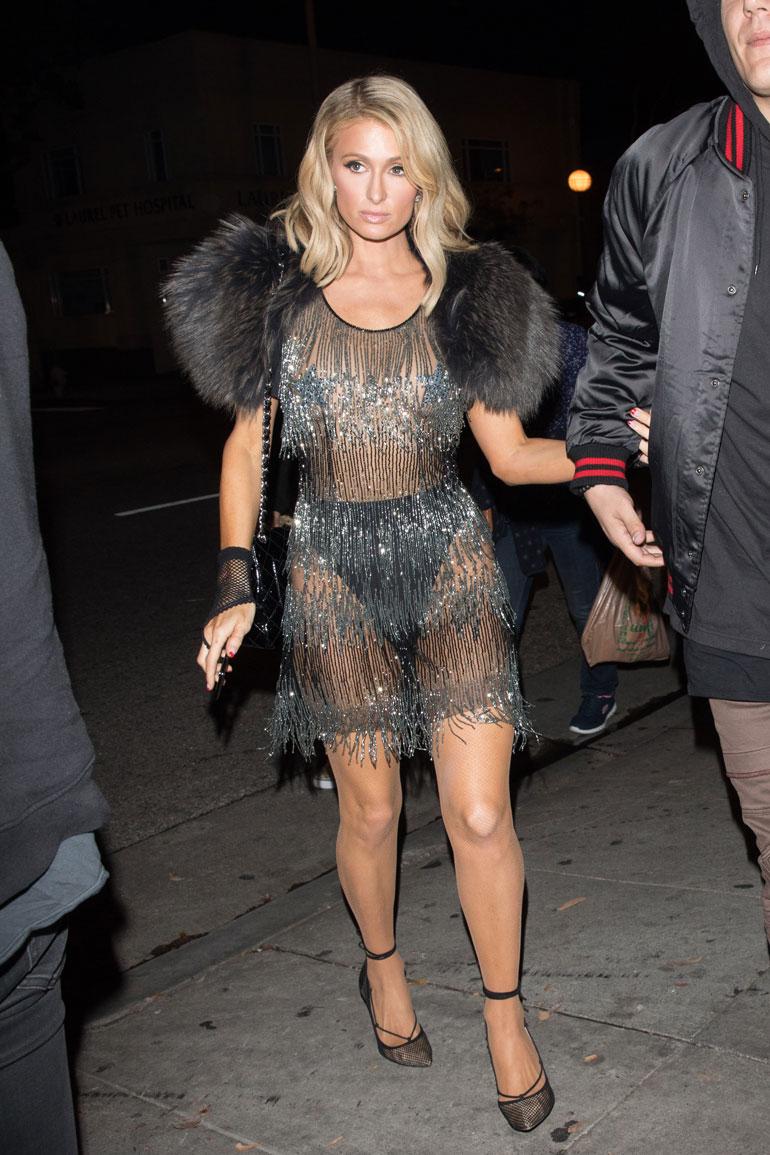 Paris Hilton joutui paparazzien ristituleen.