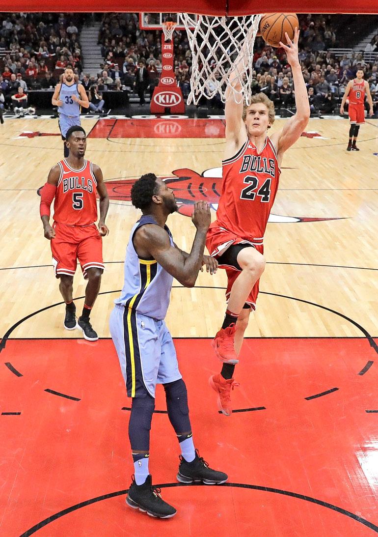 Suomalaiskatsojien matka huipentui Laurin valintaan pelin parhaaksi. Hän pussitti 22 pistettä, kun Bulls kaatoi Memphis Grizzliesin 119–110.