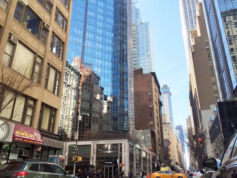 Vuonna 2015 valmistuneesta tornitalosta on vain kivenheiton matka Madison Square Gardeniin.