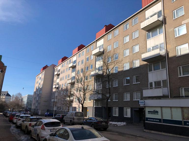 Henri Vähäkainu asuu vaatimattomassa vuokrakaksiossa Helsingin Kampissa.