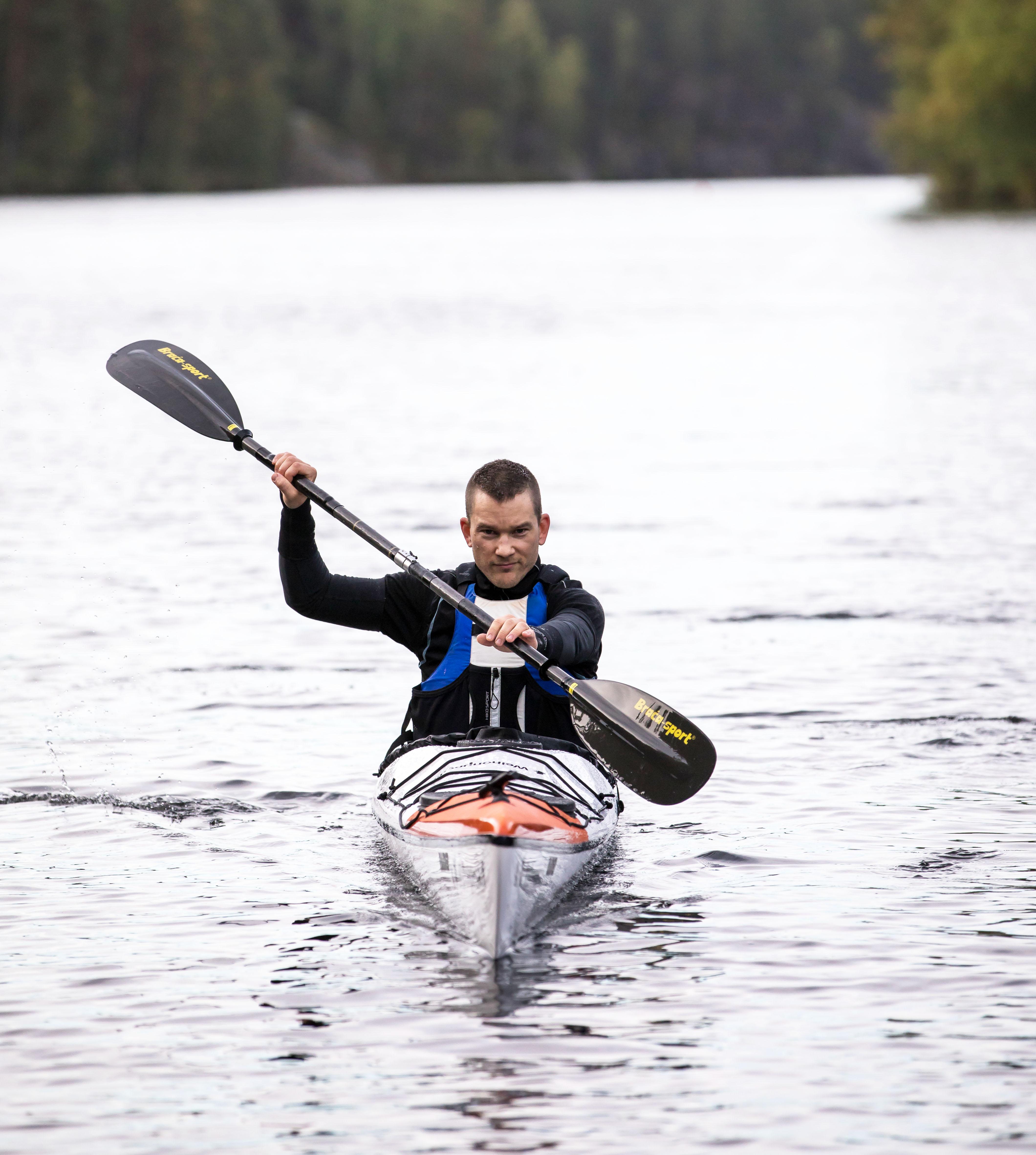 Tuomas Pelkonen aikoo meloa 160 kilmetriä 30 tunnissa.