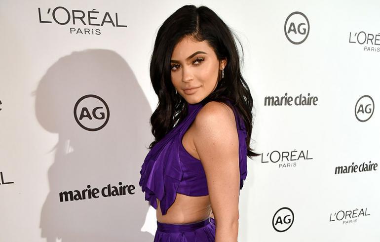 Kylie Jenner punaisella matolla