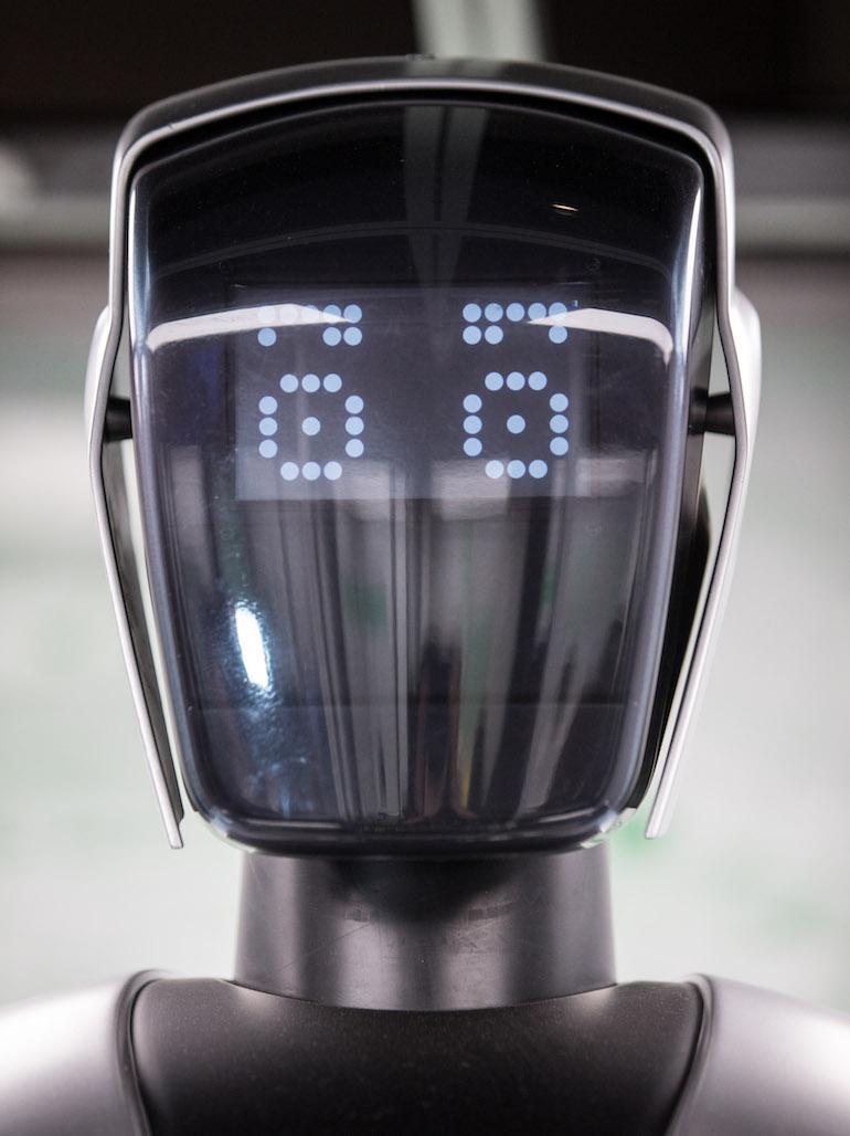 Robotti hoitaa siunaukset Wittenbergissä.