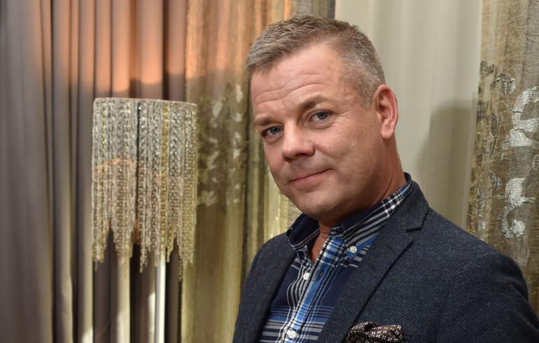Jari Sillanpää poseeraa Seiskalle