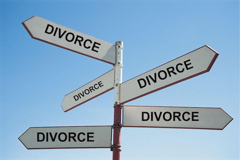 Nainen haki avioeroa 23 vuoden jälkeen.