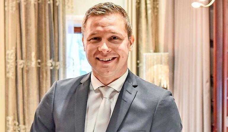 Oho, Bachelor-Tuomas ja Miss Helsinki -perintöprinsessa romanttisilla treffeillä!   Seiska