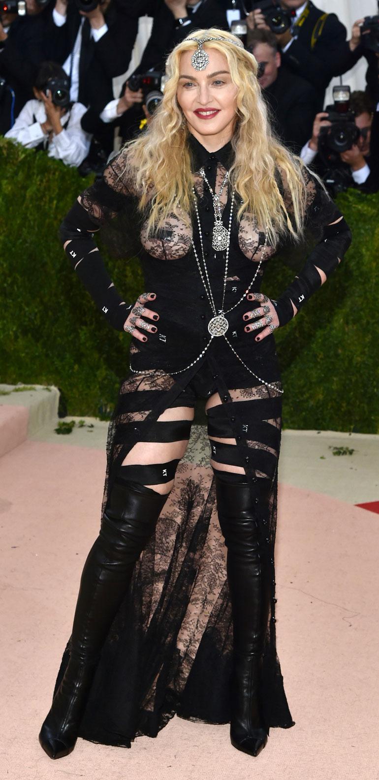 Madonna poseeraa