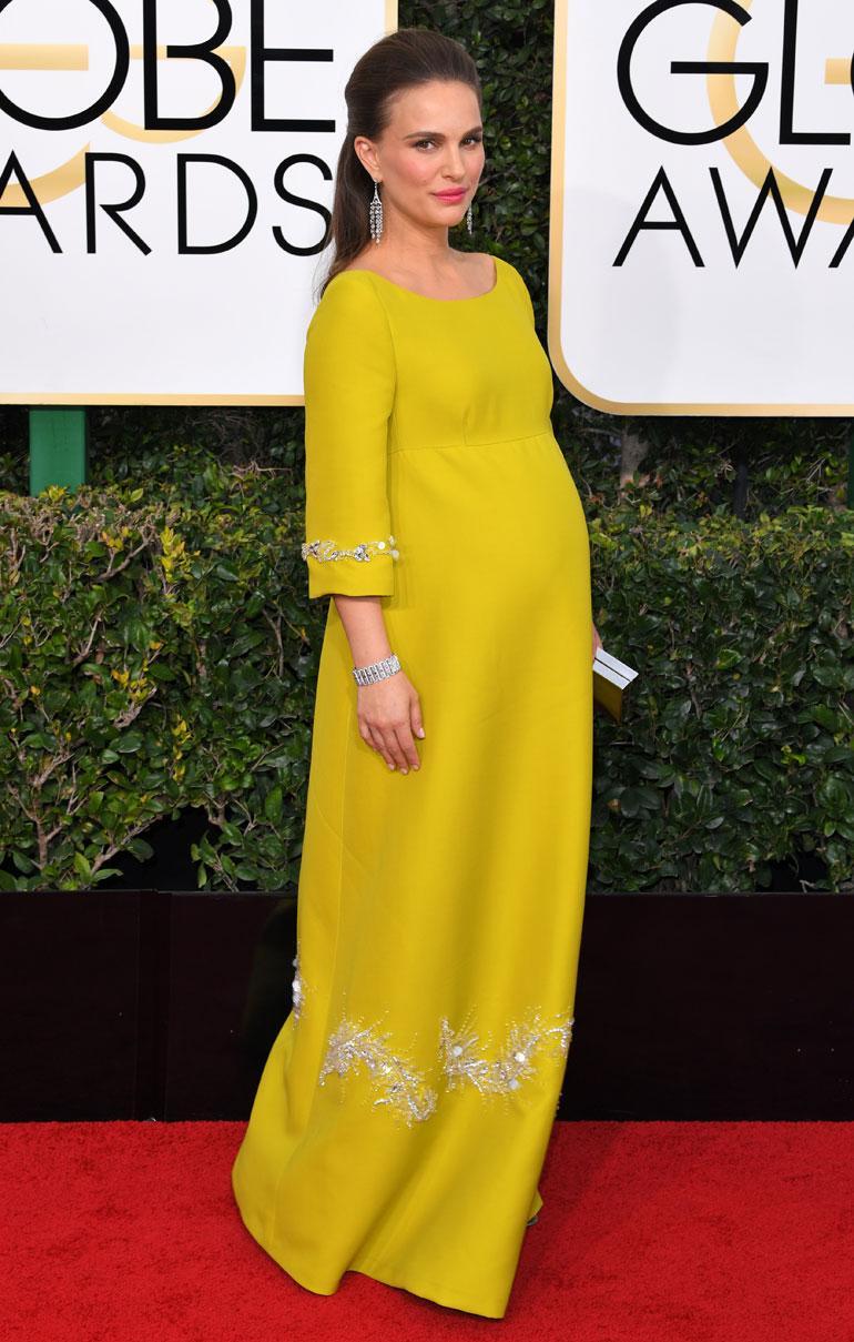 Natalie Portman poseeraa Golden Globe -gaalassa