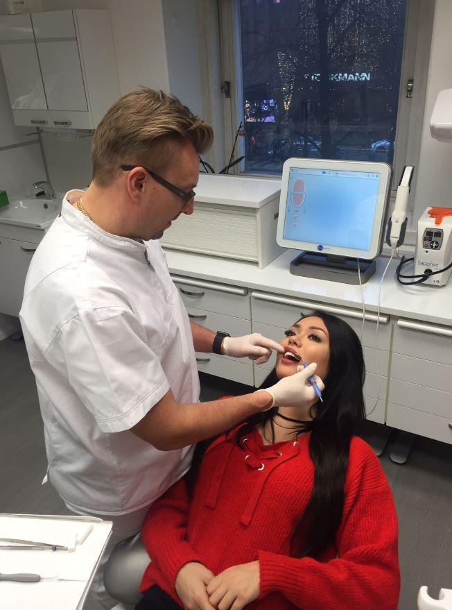 Shirly käy hoidatuttamassa hampaansa.