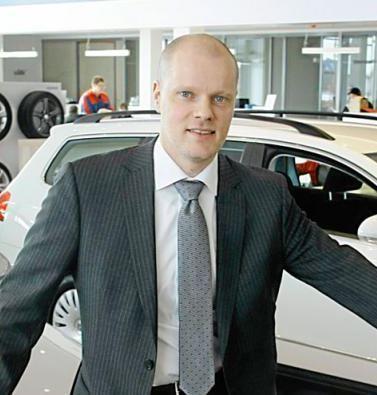 Sadun tuore aviopuoliso Petri Aarnio toimii johtajana autokaupan alalla