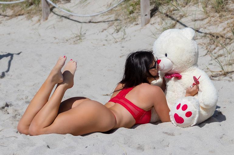Claudia Romani ja nalle.