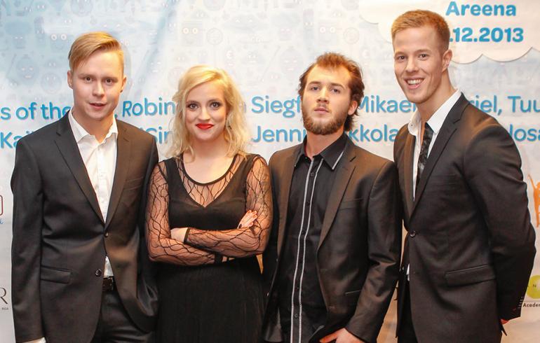 Haloo Helsinki! -yhtyeen komistus esitteli sixpackinsä - katso kuva!