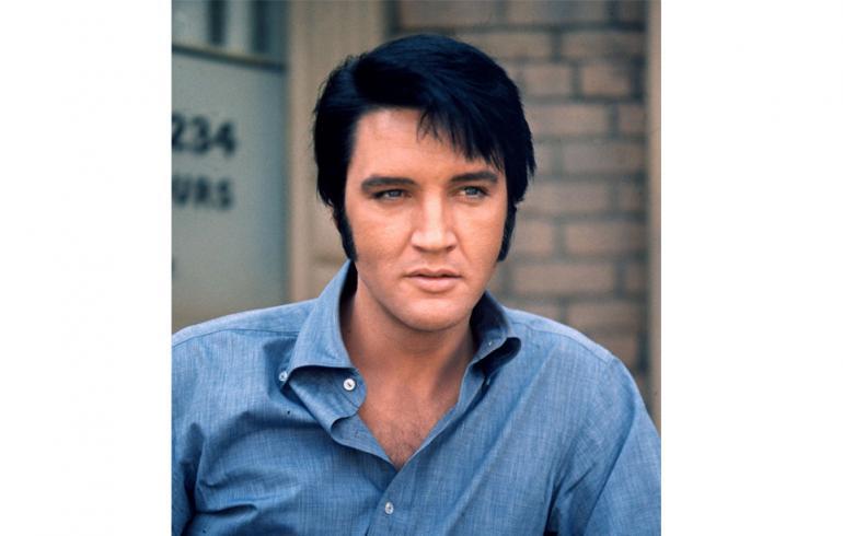 Elvis Presleyn tavaraa myynnissä - tonnilla hattu ja nimmari!