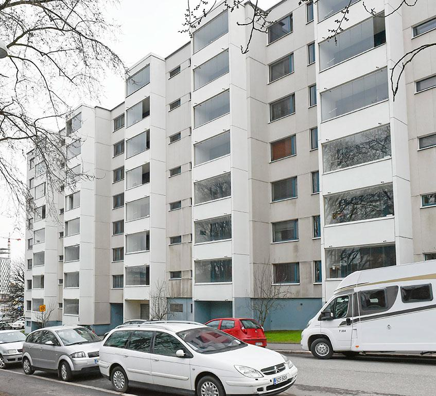 Perhe asuu Helsingin Punavuoressa. 112-neliöisessä asunnossa on viisi huonetta ja keittiö. Suosittu